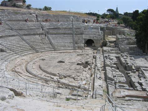 teatro greco di siracusa siracusa danni e degrado il teatro greco di siracusa 232 in pericolo