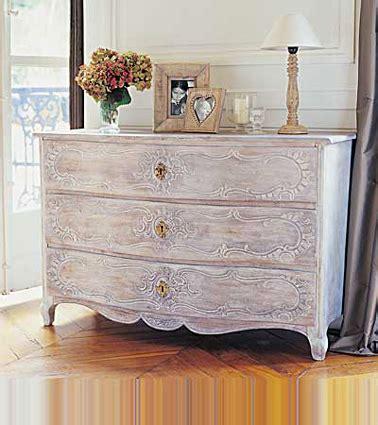 restaurer une commode en bois peindre un meuble en bois quelle peinture choisir