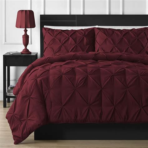 maroon bedspreads comforters best 25 maroon bedroom ideas on pinterest maroon room