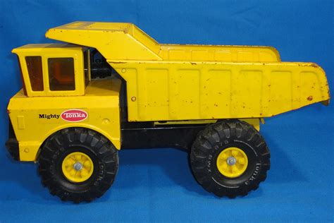 Vintage Mighty Tonka Yellow Metal Construction Dump Truck