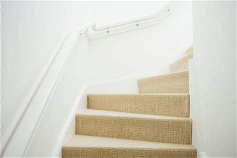 treppenstufen bekleben treppenstufen mit teppich bekleben anleitung