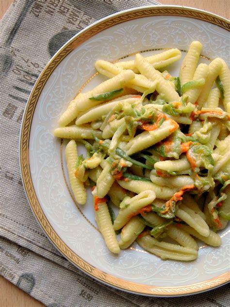 fiori con la u pasta con fiori di zucca e zucchine home sweet home