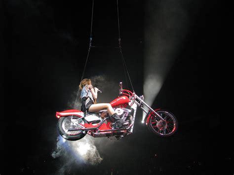 miley cyrus i love rock n roll en halloween file miley cyrus wonder world tour i love rock n roll