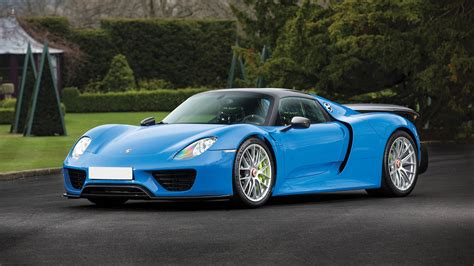 blue porsche spyder one of a kind arrow blue porsche 918 spyder up for auction