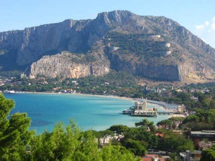 Cemento Stato Sicilia by Cos 236 Il Cemento Aggredisce La Costa In Sicilia Il Dossier