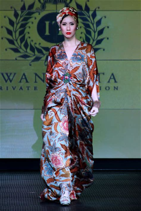 Kaftan Batik 08 batik kaftan collection by iwan tirta glowlicious me