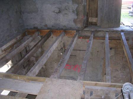 Faire Un Plancher Dans Une Grange by Fin Du Solivage A La Boh 232 Me R 233 Novation D Une Grange