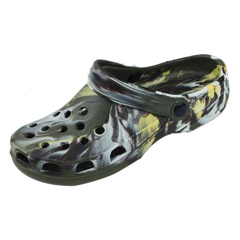 36 units of mens clog garden shoe black at