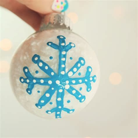 cute  simple diy painted christmas tree ornament