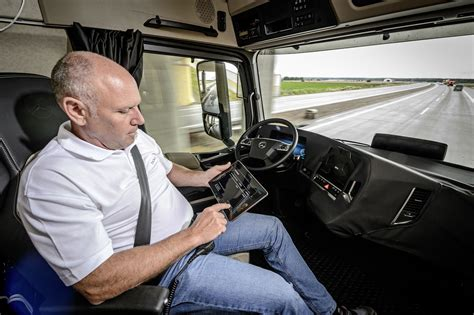 daimler demonstrates autonomous trucks