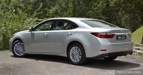 driven 2013 lexus es 250 and 300h sled image 219409
