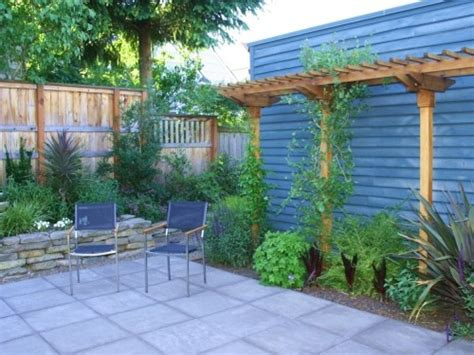 simple small backyard landscaping ideas small backyard landscaping ideas on a budget