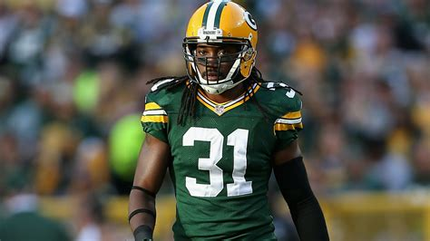 davon house davon house hitches ride to otas with packers fans after