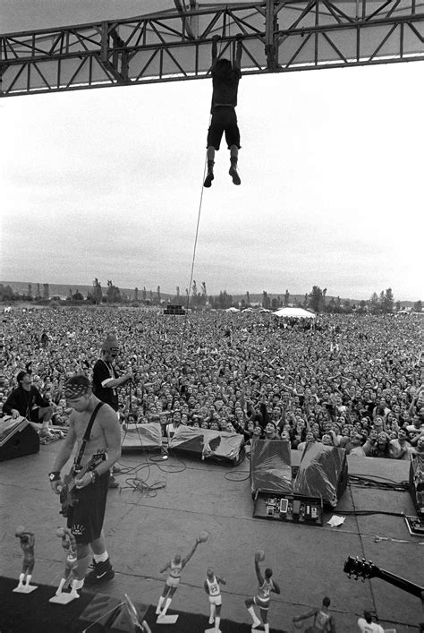 eddie vedder stage dive eddie vedder hanging from the rafters porch live from