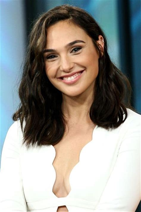 Gal Gadot Hairstyles Amp Makeup Celebrity Beauty Wonder