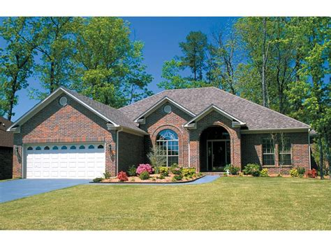 harrahill traditional home plan 055d 0031 house plans 25 best brick ranch homes images on pinterest dream