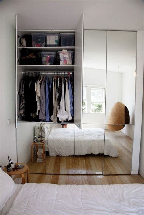 bedroom mirrored wardrobes 25 best ideas about built in wardrobe doors on pinterest