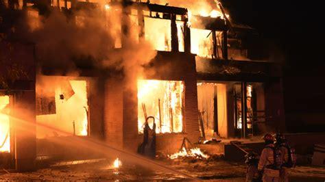 Fireplace Oakville by Crews Battled Blaze At Home In Oakville Ctv Toronto News