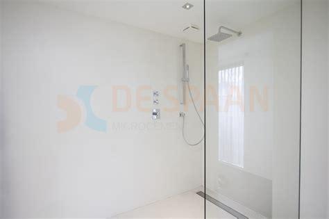 badkamer wanden egaliseren de spaan showroom naadloze woovnloer microbeton project