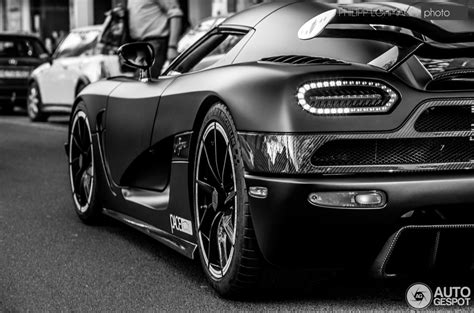 koenigsegg agera and black koenigsegg agera r white and black imgkid com the