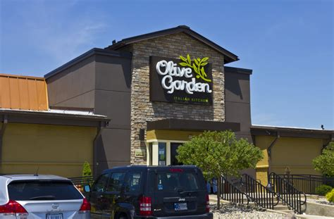 olive garden 1960 the company that owns olive garden just placed a 780 million bet on a tiny restaurant chain