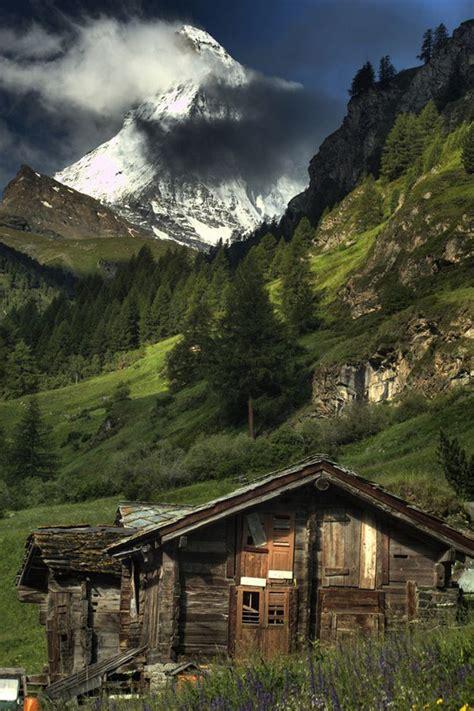 incredible isolated homes  natural getaways