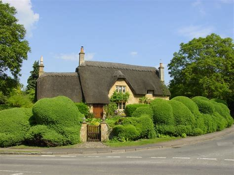 1000 ideas about cotswold cottages on country