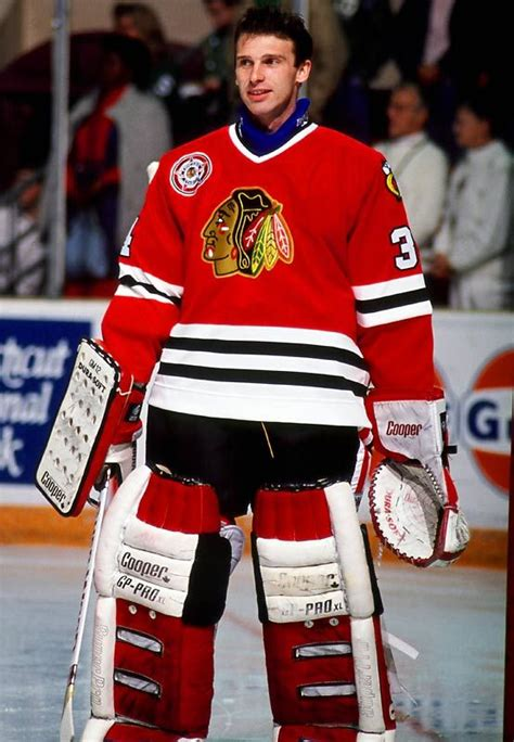 hockey player dies on the bench dominik hasek chicago blackhawks blackhawks