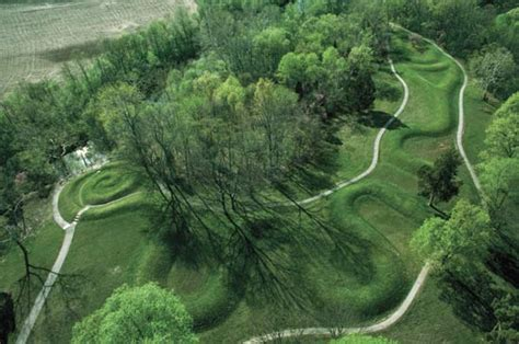 the masterpieces of the ohio mound builders the hilltop fortifications including fort ancient books effigy mound britannica