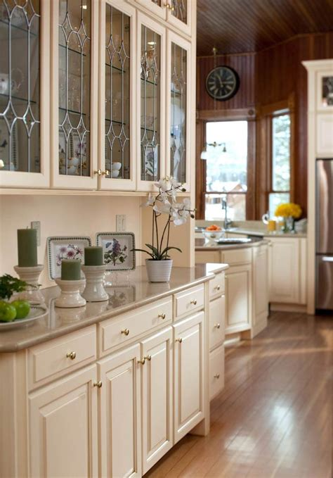 butlers pantry  leaded glass waypoint living spaces