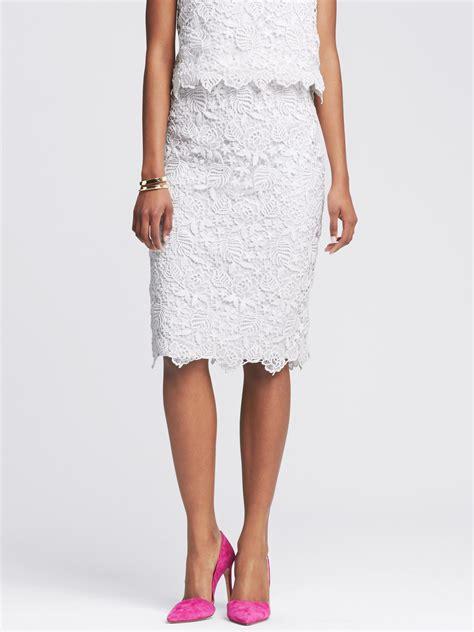 banana republic scalloped white lace pencil skirt in white