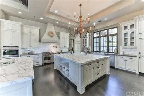 famous kitchens 30 stunning celebrity kitchen designs photo gallery