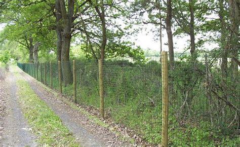 Pose Piquet De Cloture 4626 by Cloture Grillage Bois Cloture Occultante Jardin Exoteck