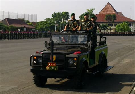 Tongkat Antena Komando Depan Mobil berita harian kosmo tongkat komando pangdam brawijaya
