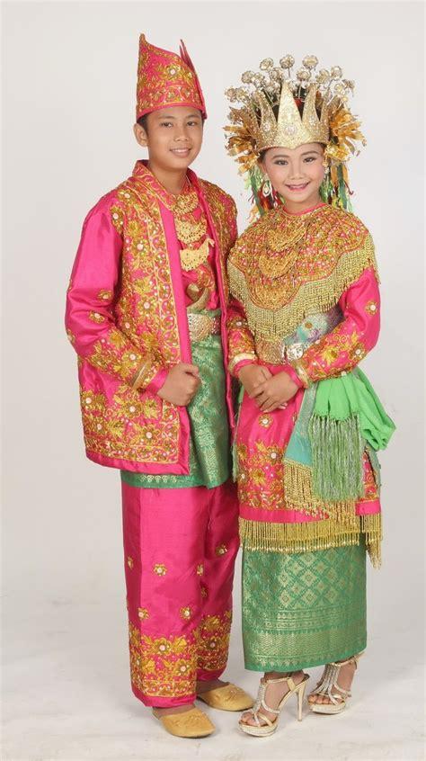 gambar  nama pakaian adat tradisional   provinsi