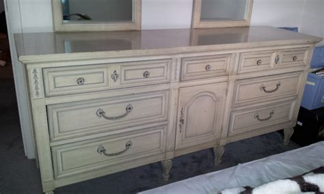 Dixie Furniture Dresser by Hello I Am Wondering If Anyone Could Help I