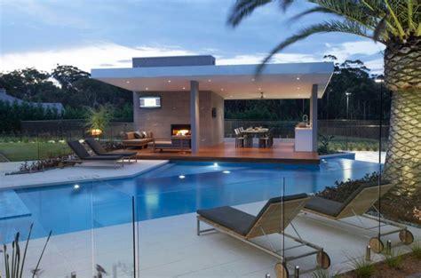 gazebi moderni gaz 233 bo et abri soleil des id 233 es pour jardin avec piscine