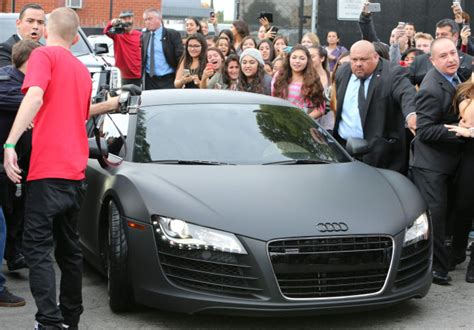 Justin Bieber Shows Off His Blonde Hair At West Coast Customs   192227   Photos   The Blemish