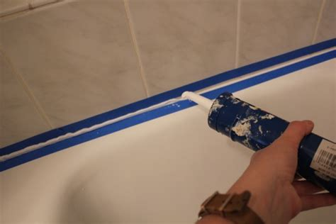 Tips For Caulking A Bathtub by Come Sigillare La Vasca Da Bagno Arredare Casa