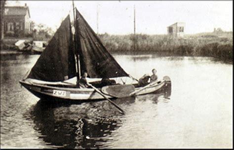 geluid roeiboot de zalmschouw werd gesleept achter debotter