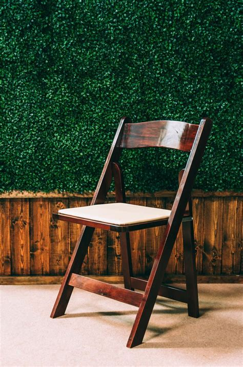 Wooden Wedding Chairs by Best 25 Wooden Folding Chairs Ideas On