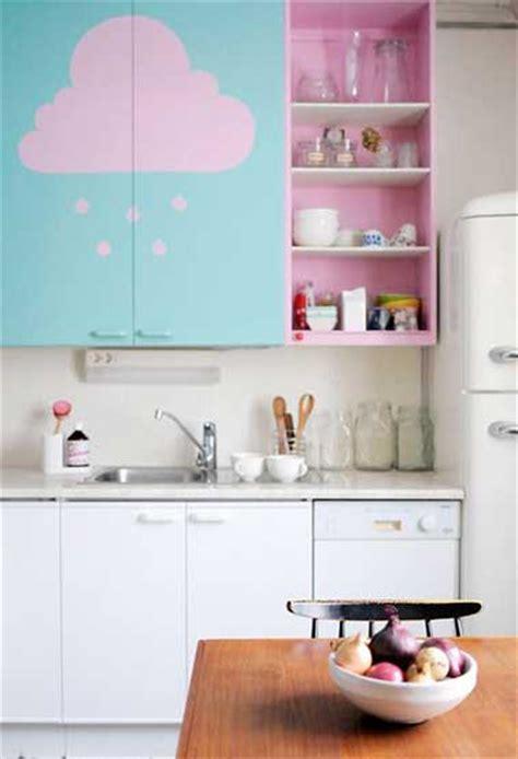 cuisine couleur pastel repeindre des meubles de cuisine en couleur pastel