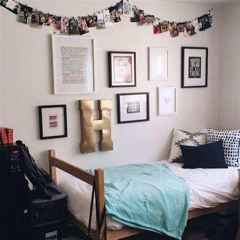 wall decor for dorms best 25 room walls ideas on rooms