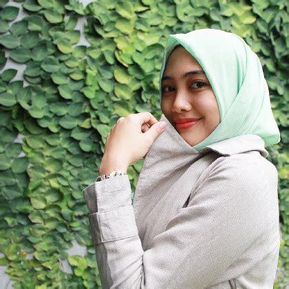 profil islamia aprilia waskito mengenal islamia aprilia hijabers yang jadi desainer di