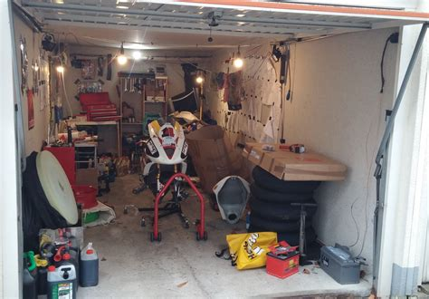 werkstatt garage der weg zur werkstatt motorrad