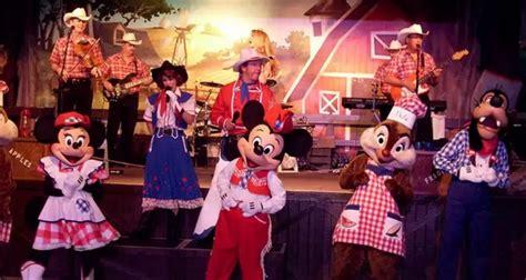 Backyard Bbq Mickey Refei 231 227 O Personagens Da Disney Take Me To Travel