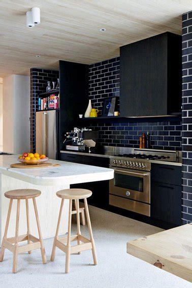 Supérieur Credence Pas Cher Pour Cuisine #3: Refaire-sa-cuisine-avec-peinture-meuble-et-peinture-carrelage-couleur-noir-gripactiv-v33.jpg