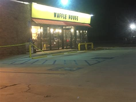 Waffle House Fight by Fight Breaks Out At Macon Waffle House Possible