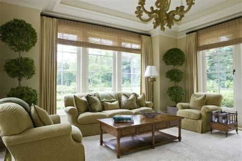 gemütliches sofa wanddekoration wohnzimmer gelb