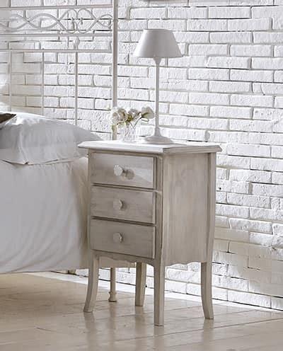 maniglie per comodini comodino in legno massello con maniglie in ferro idfdesign